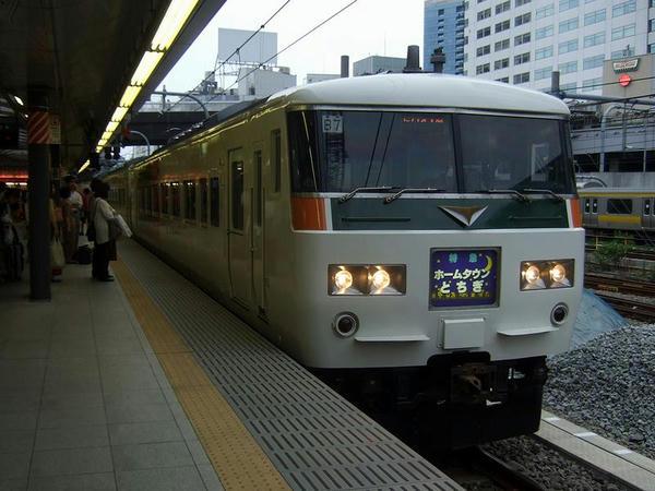 新宿駅入線時