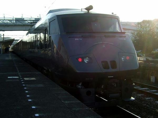 玉名駅に到着した特急リレーつばめ35号