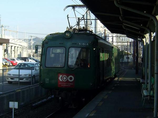 上熊本駅に入線する北熊本行き列車