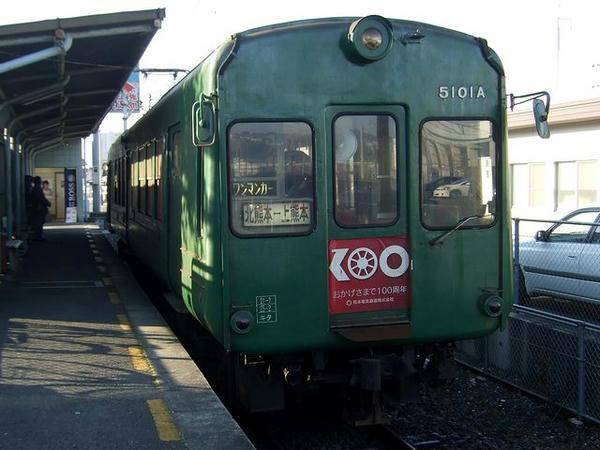 上熊本駅で発車を待つ北熊本行き列車