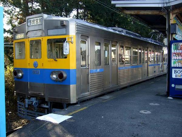 御代志駅で発車を待つ藤崎宮前行き
