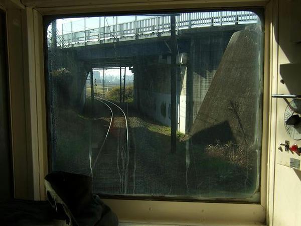 北熊本駅手前で国道3号の下をくぐる