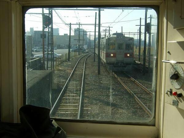 北熊本駅にて2~対向列車と行き違い