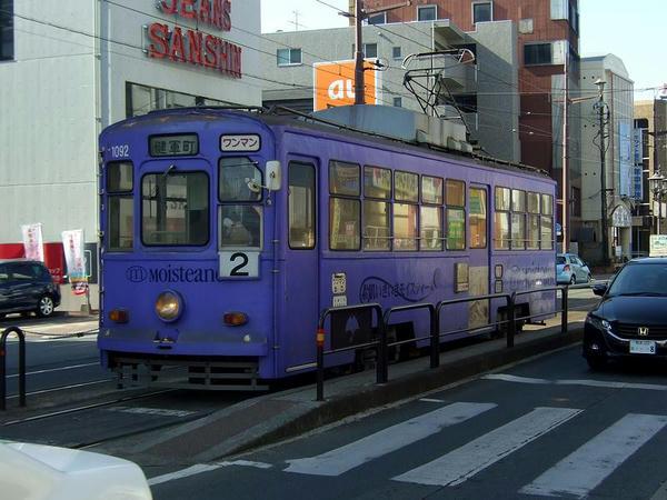 健軍町電停に到着した列車
