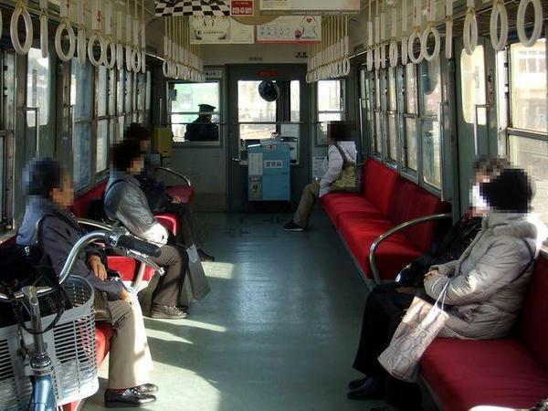 北熊本行き列車の車内