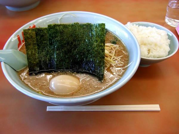 味噌ネギラーメン(脂普通・味普通・麺普通) 690円 + 味付けたまご 80円 + 半ライス 110円