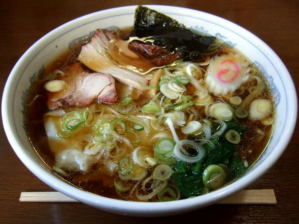 ワンタン麺 790円