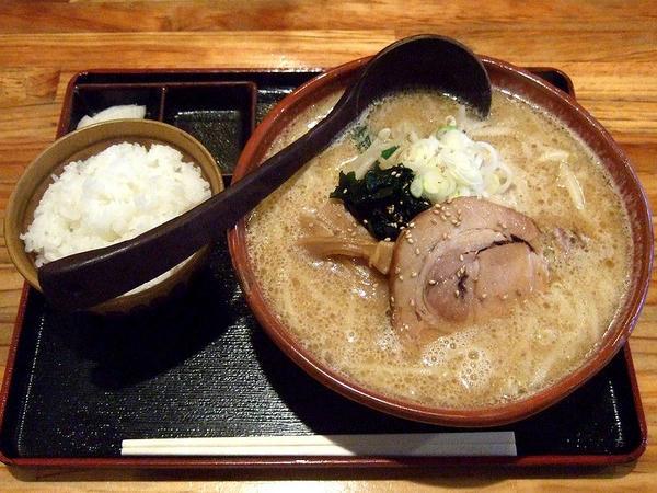 熟成田舎味噌らーめん幸麺の味噌らーめん餃子セット960円(餃子を除く)