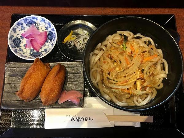 天ぷらうどん 700円 + いなり寿司(2個) 100円