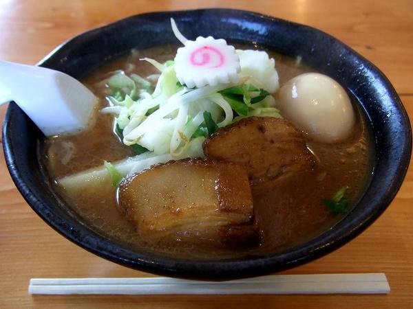 らーめん(並盛) 680円 + 味付半熟玉子 100円