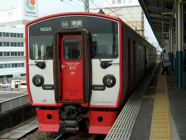 中津駅で発車を待つ4633M