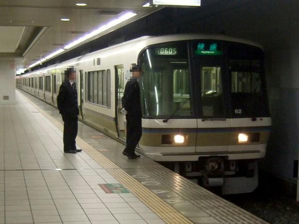 JRなんば駅で発車を待つ326K快速