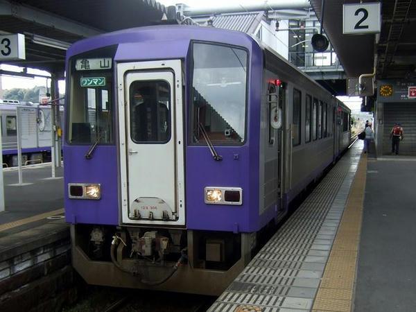 加茂駅で発車を待つ234D