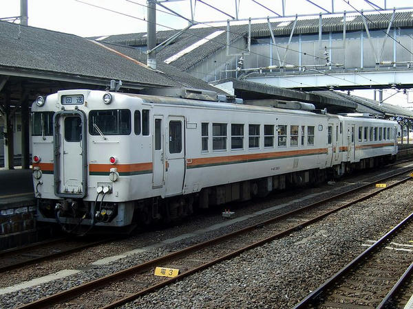 JR東海東海キハ40形気動車とキハ11形気動車