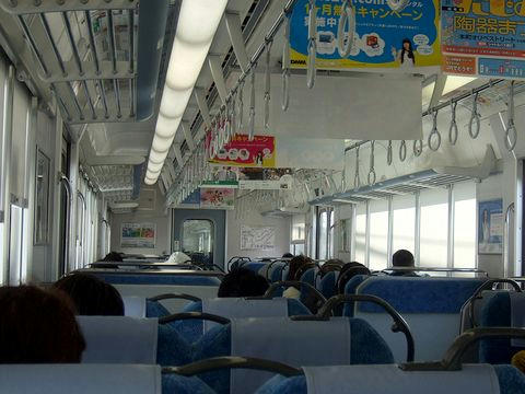 2532F快速の車内