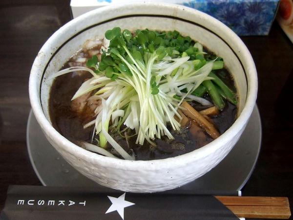 二代目KURO+UWO中華そば(太麺) 900円