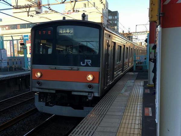 南浦和駅に到着する武蔵野線海浜幕張行き