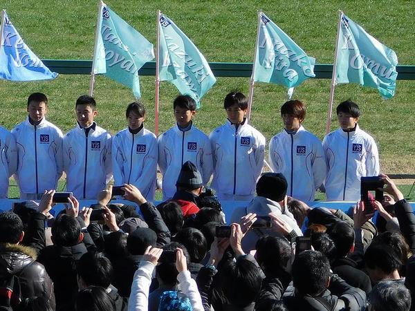 中央競馬所属騎手(左から、横山武、菊沢、藤田、荻野極、小崎、岩崎、森裕)