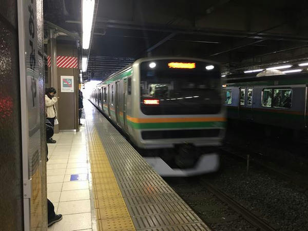 大宮駅に入線するJR宇都宮線宇都宮行き普通列車