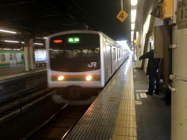 宇都宮駅に入線するJR宇都宮線黒磯行き普通列車