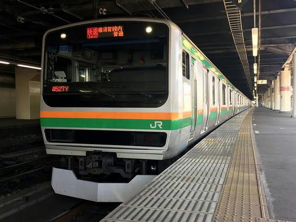 宇都宮駅で発車を待つ逗子行き快速列車