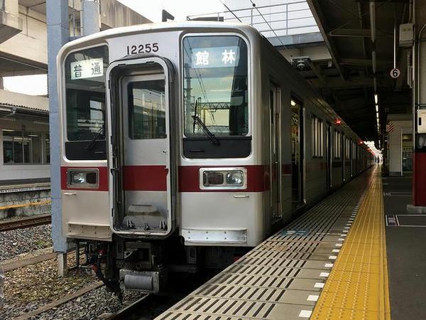 久喜駅で発車を待つ館林行き普通列車