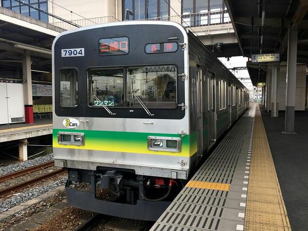 羽生駅で発車を待つ三峰口行き普通列車
