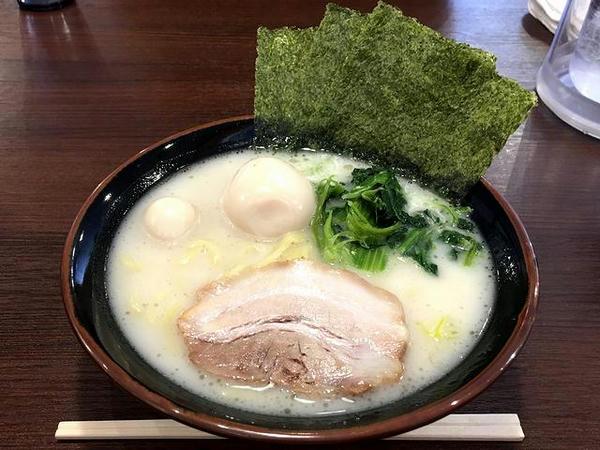 味玉塩ラーメン 800円