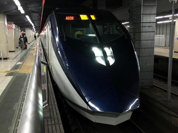 京成上野駅で発車を待つスカイライナー13号