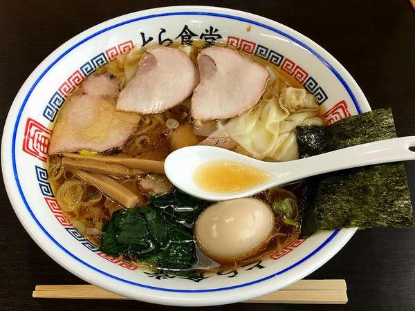 焼豚ワンタン麺 1070円 + 大盛 180円 + 半熟煮玉子 100円