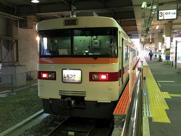 東武宇都宮駅で発車を待つ特急しもつけ282号