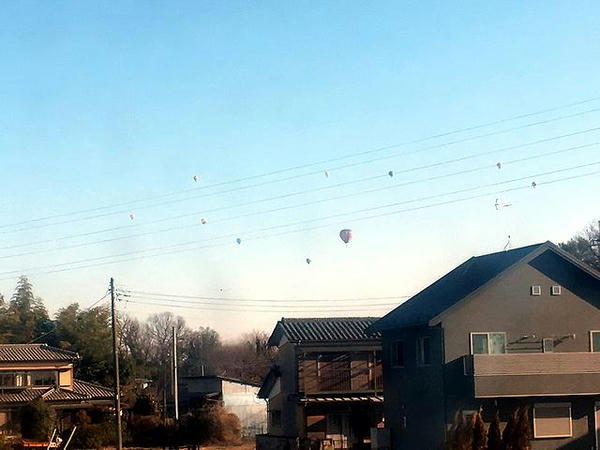 渡良瀬川河畔には沢山の気球が