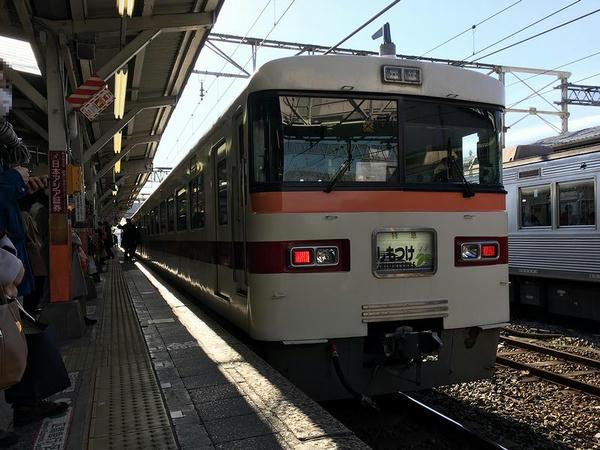 春日部駅に到着した特急しもつけ282号