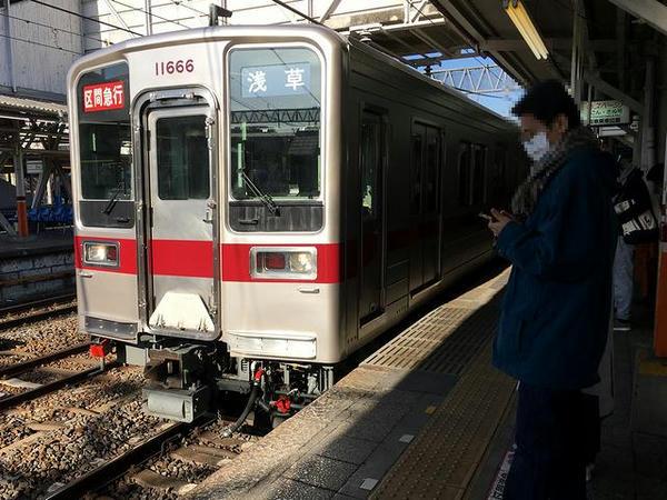春日部駅に入ってくる浅草行き区間急行