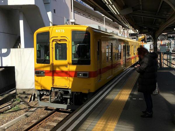 西新井駅に入ってくる折り返し大師前行き普通列車