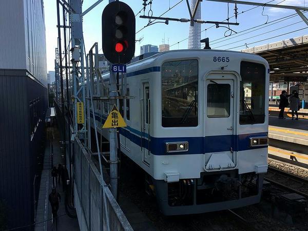 曳舟駅に入ってくる折り返し亀戸行きとなる普通列車
