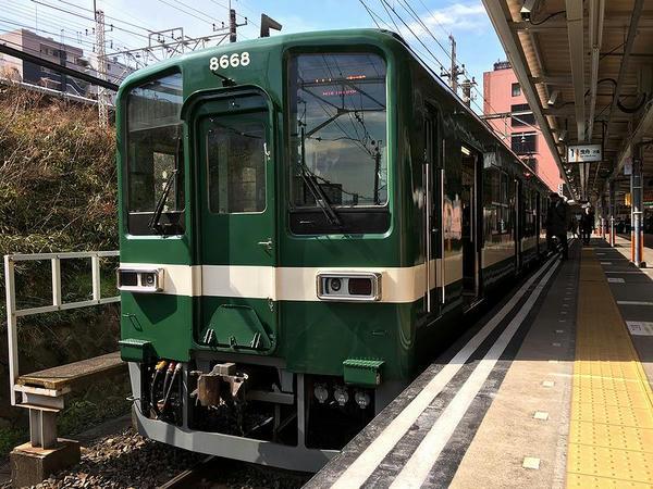 亀戸駅で発車を待つ曳舟行き普通列車