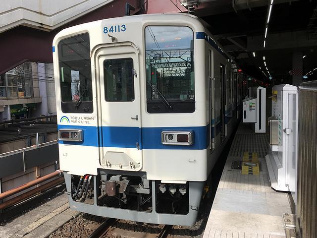 柏駅で発車を待つ大宮行き急行列車