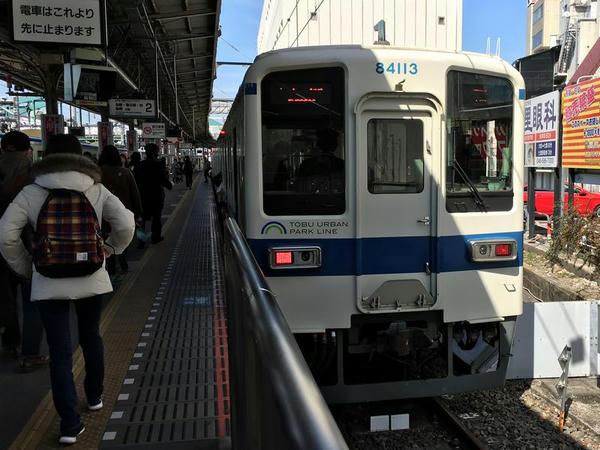 大宮駅で発車を待つ柏行き急行列車