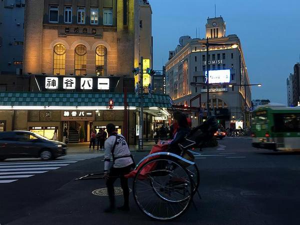 神谷バーと東武鉄道浅草駅