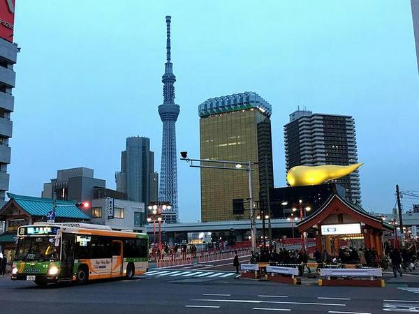 スーパードライホール、アサヒビールタワーと東京スカイツリー