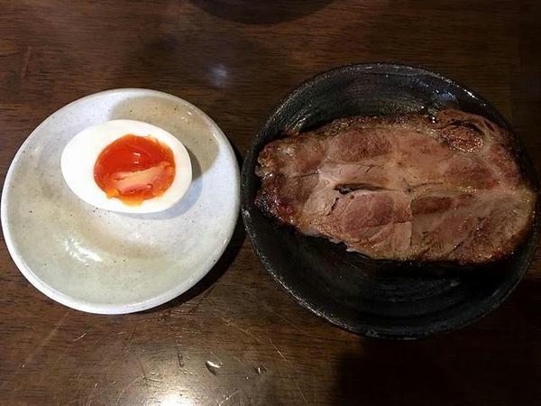 那須御養卵使用味玉子(半)(50円)と焼豚(200円)