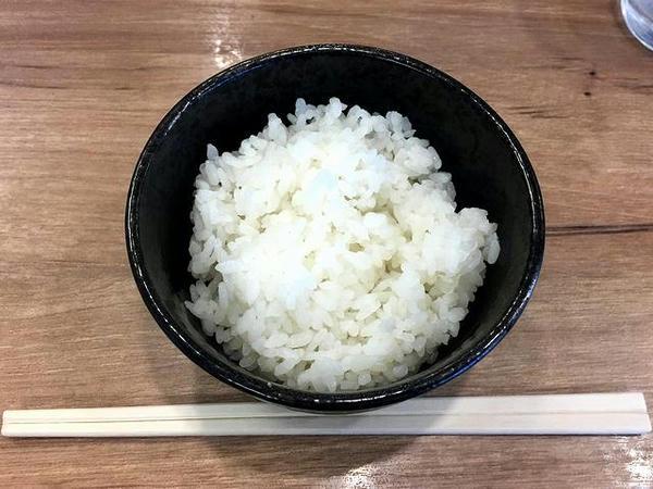 元喜家餃子 300円 と サービスライス