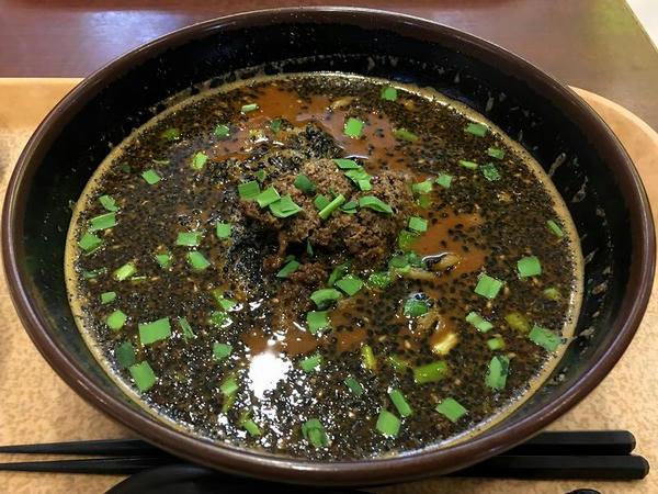 黒胡麻タンタン麺 800円