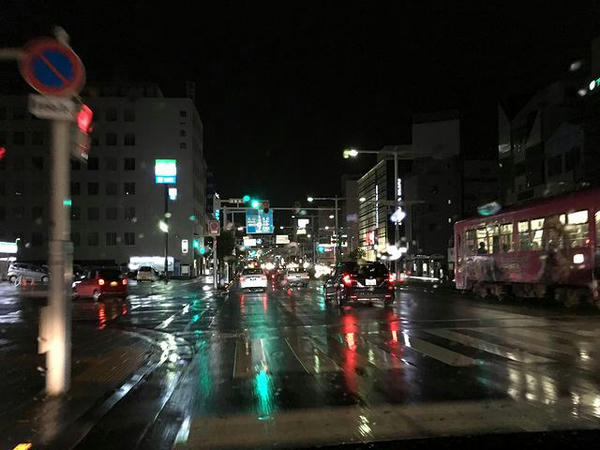 雨の中高知市内へと