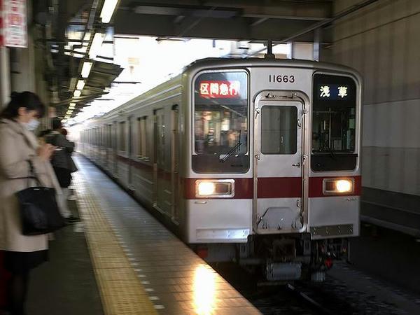 久喜駅で東武伊勢崎線浅草行き上り区間急行列車に乗り換え