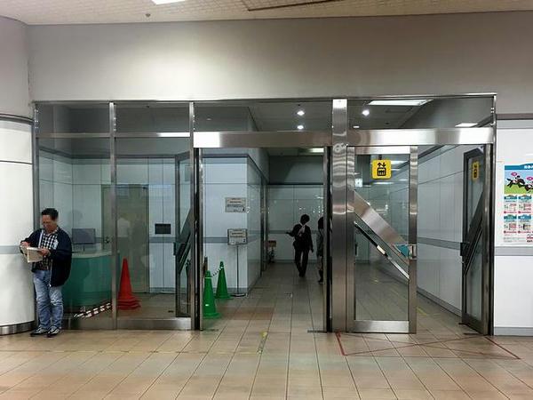 地下1階指定席第2発売所近くのエレベーター