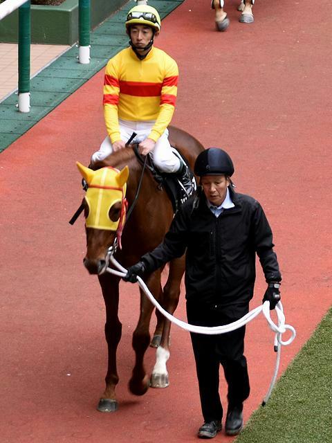 6番人気の(10)イチサルホープ号と中谷雄太騎手