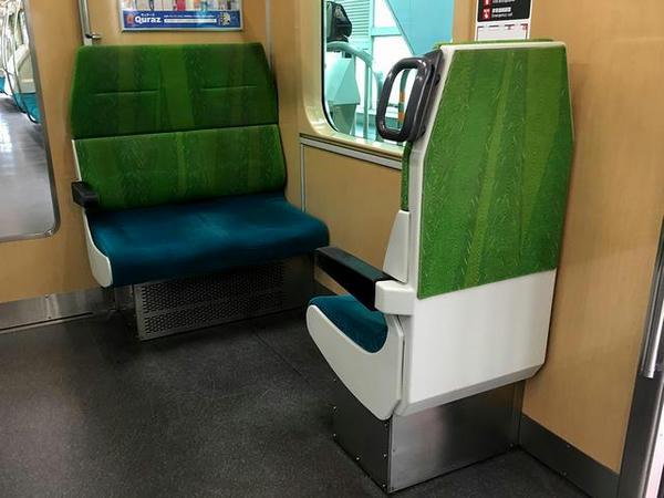 車端部のクロスシート(蒲田駅にて撮影)