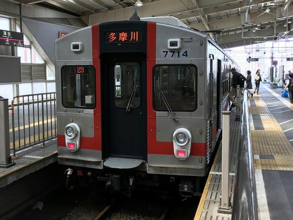 蒲田駅で発車を待つ多摩川行き各停
